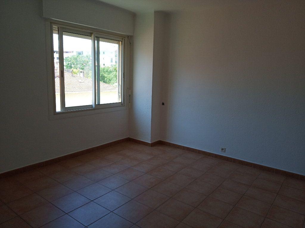 Appartement à vendre 2 49.01m2 à Saint-Raphaël vignette-6