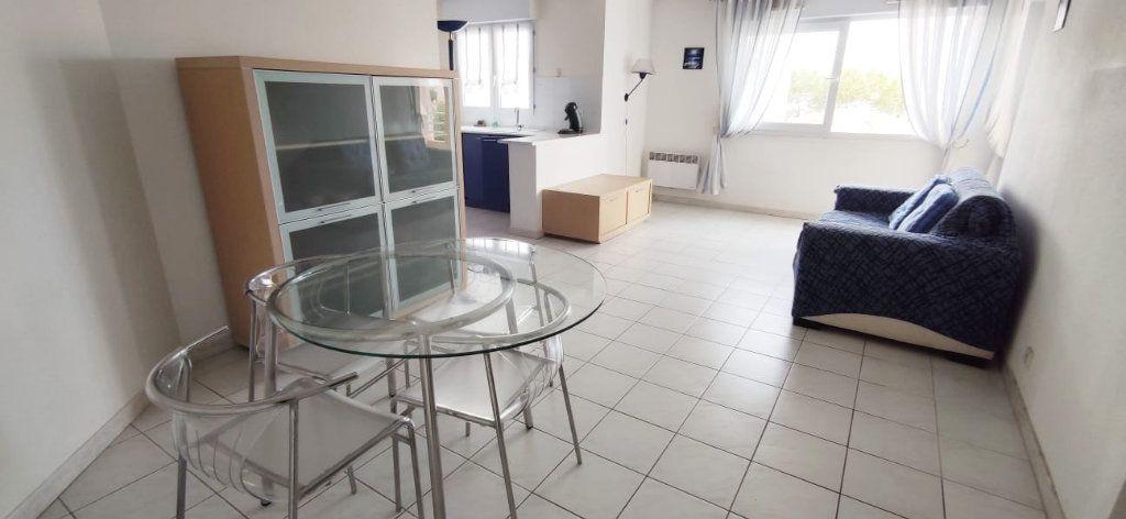 Appartement à vendre 3 57m2 à Fréjus vignette-1