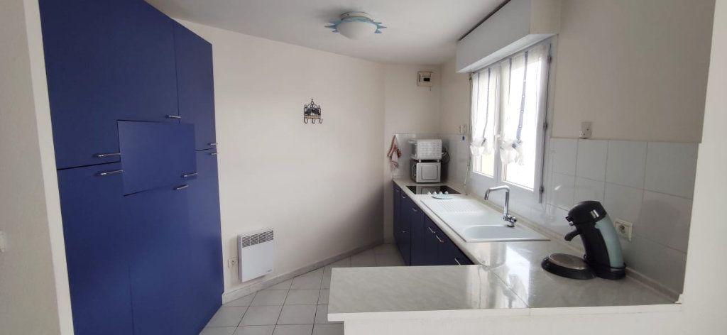 Appartement à vendre 3 57m2 à Fréjus vignette-2
