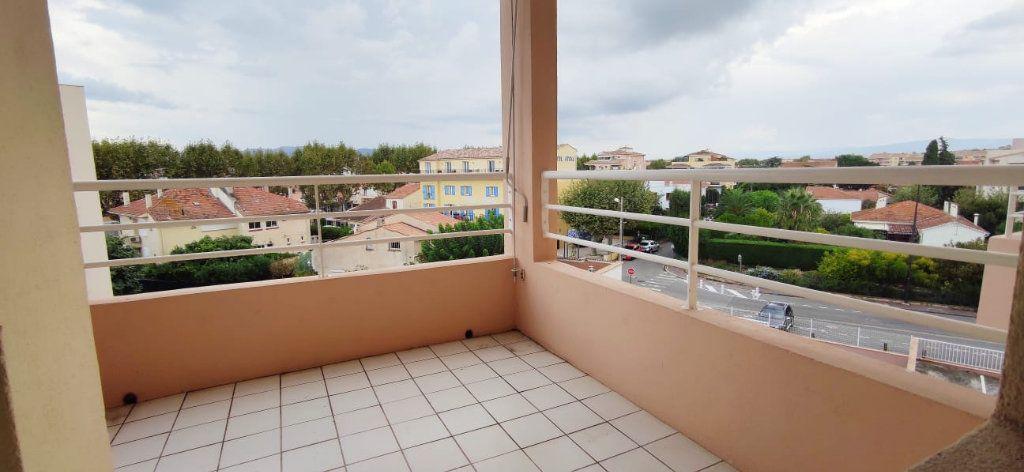 Appartement à vendre 3 57m2 à Fréjus vignette-3