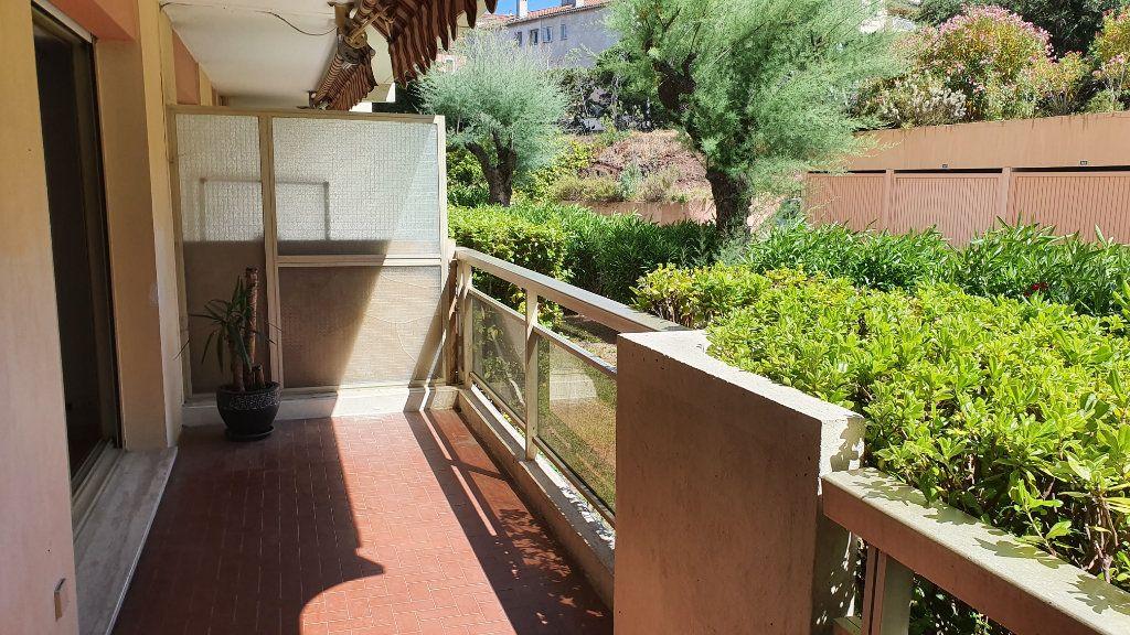 Appartement à vendre 2 50.48m2 à Saint-Raphaël vignette-1