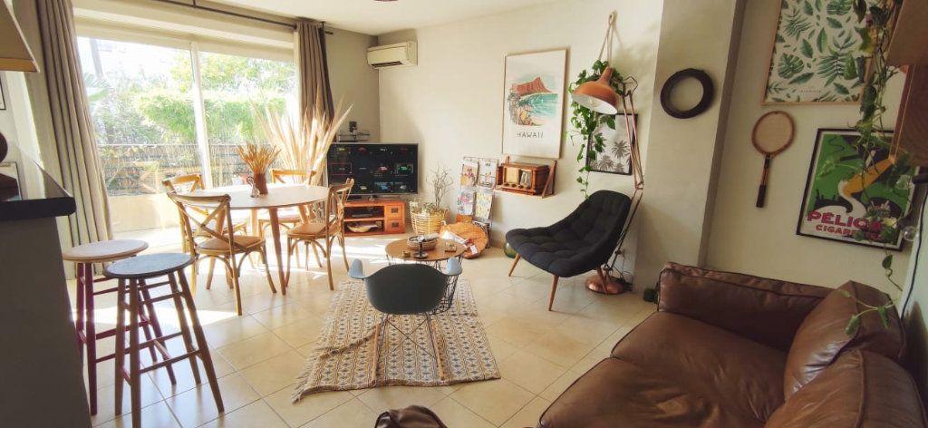 Appartement à vendre 3 70m2 à Fréjus vignette-1
