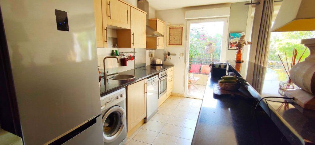 Appartement à vendre 3 70m2 à Fréjus vignette-3