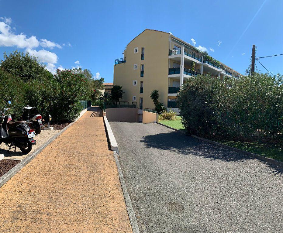 Appartement à vendre 4 101m2 à Fréjus vignette-1