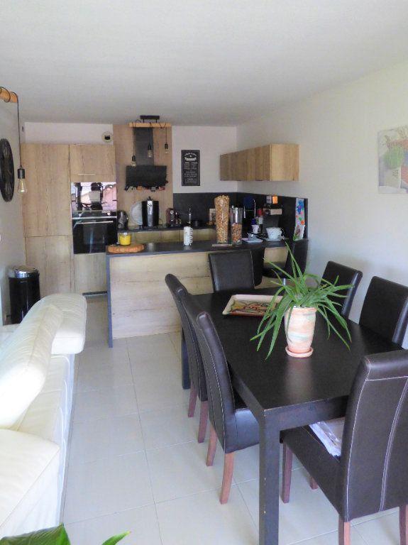Appartement à vendre 4 101m2 à Fréjus vignette-2