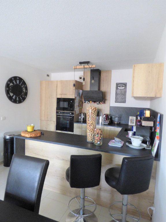 Appartement à vendre 4 101m2 à Fréjus vignette-3