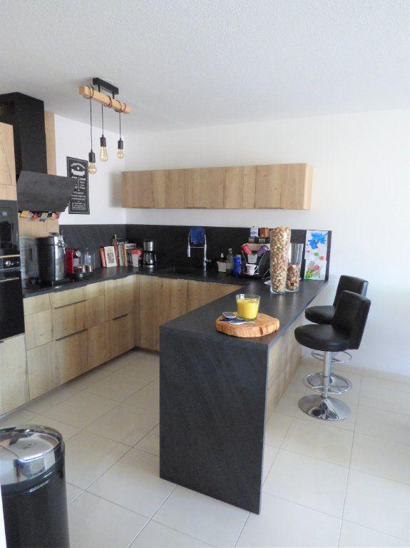 Appartement à vendre 4 101m2 à Fréjus vignette-4