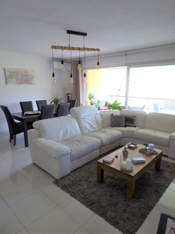 Appartement à vendre 4 101m2 à Fréjus vignette-5