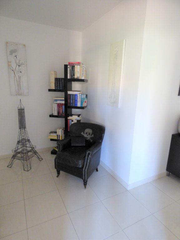 Appartement à vendre 4 101m2 à Fréjus vignette-7