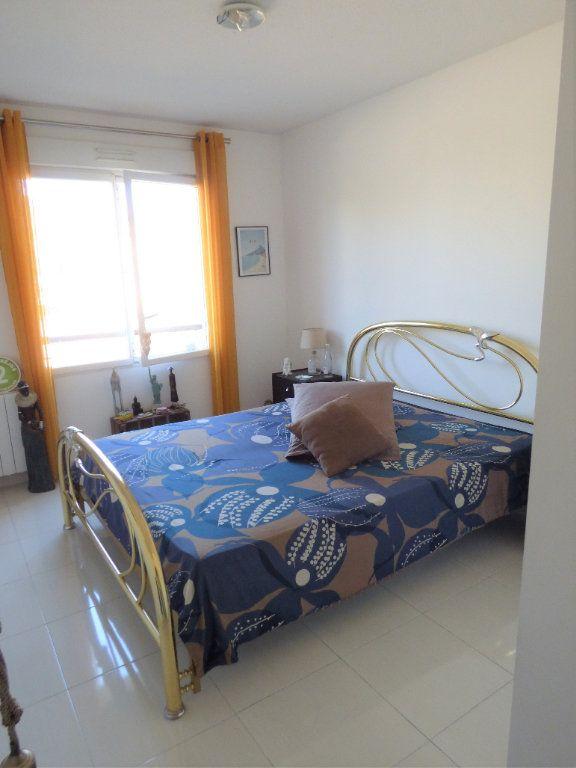 Appartement à vendre 4 101m2 à Fréjus vignette-9