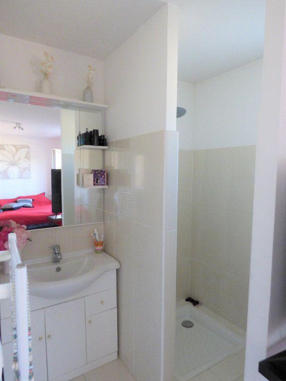 Appartement à vendre 4 101m2 à Fréjus vignette-16