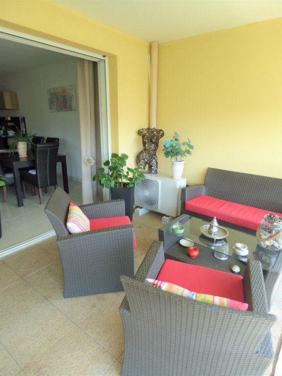 Appartement à vendre 4 101m2 à Fréjus vignette-18