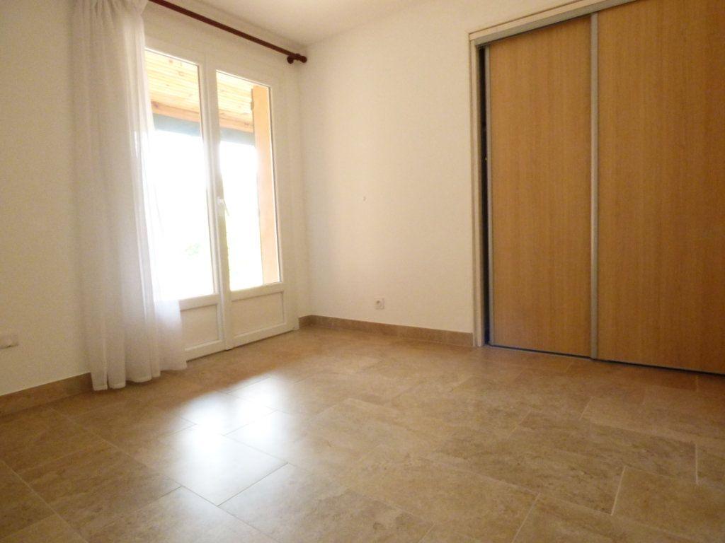 Maison à vendre 4 133m2 à Puget-sur-Argens vignette-4