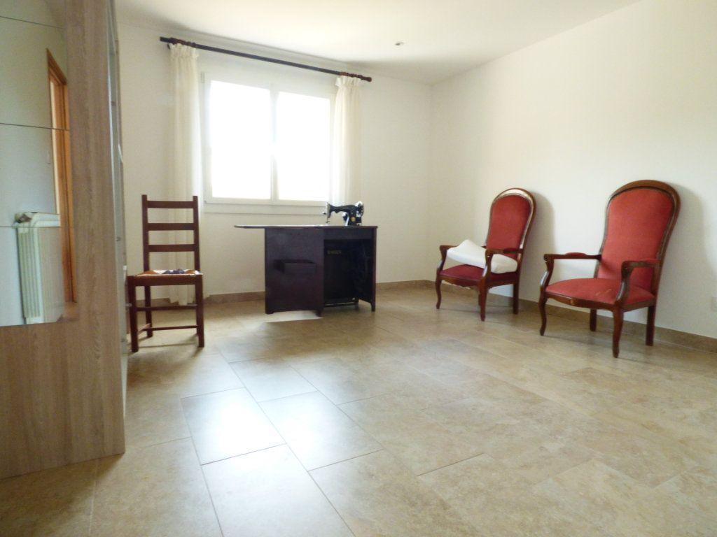 Maison à vendre 4 133m2 à Puget-sur-Argens vignette-6