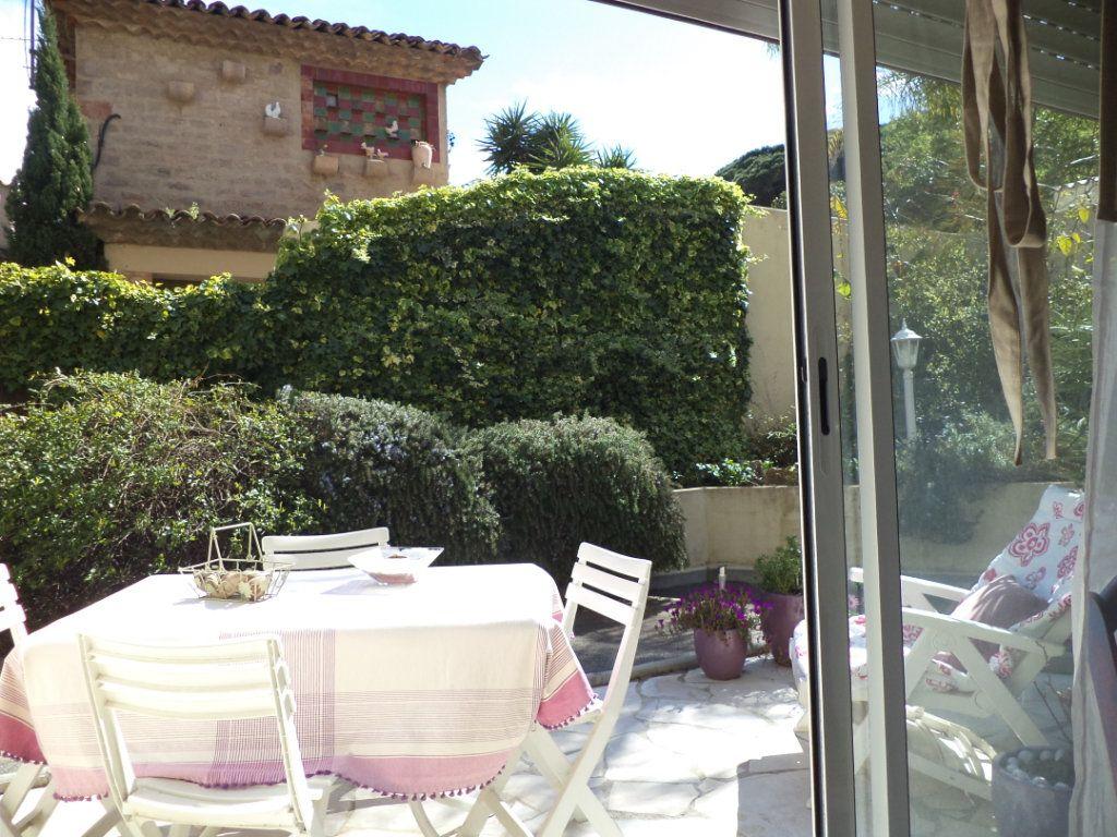 Appartement à vendre 2 40m2 à Saint-Raphaël vignette-1