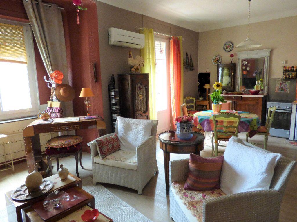 Appartement à vendre 3 65m2 à Saint-Raphaël vignette-4