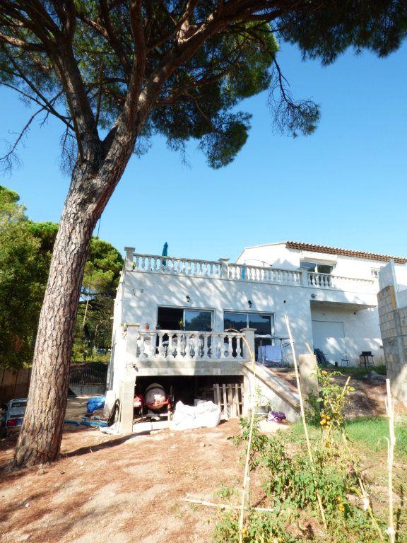 Maison à vendre 9 204.7m2 à Roquebrune-sur-Argens vignette-1