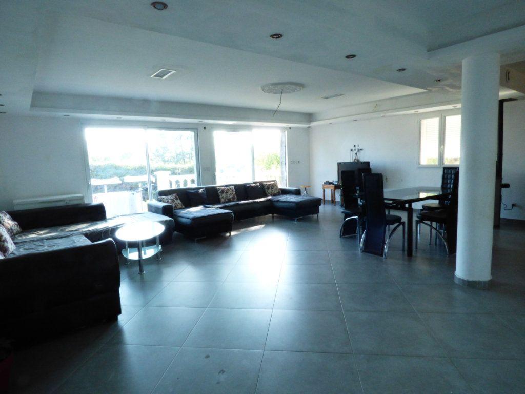 Maison à vendre 9 204.7m2 à Roquebrune-sur-Argens vignette-2