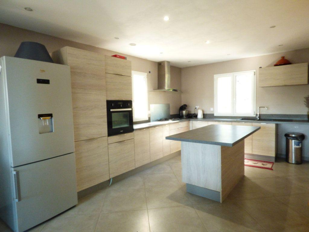 Maison à vendre 9 204.7m2 à Roquebrune-sur-Argens vignette-3