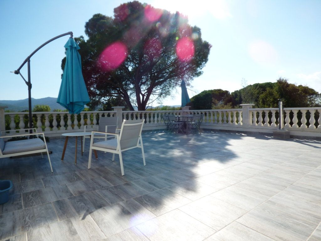 Maison à vendre 9 204.7m2 à Roquebrune-sur-Argens vignette-11