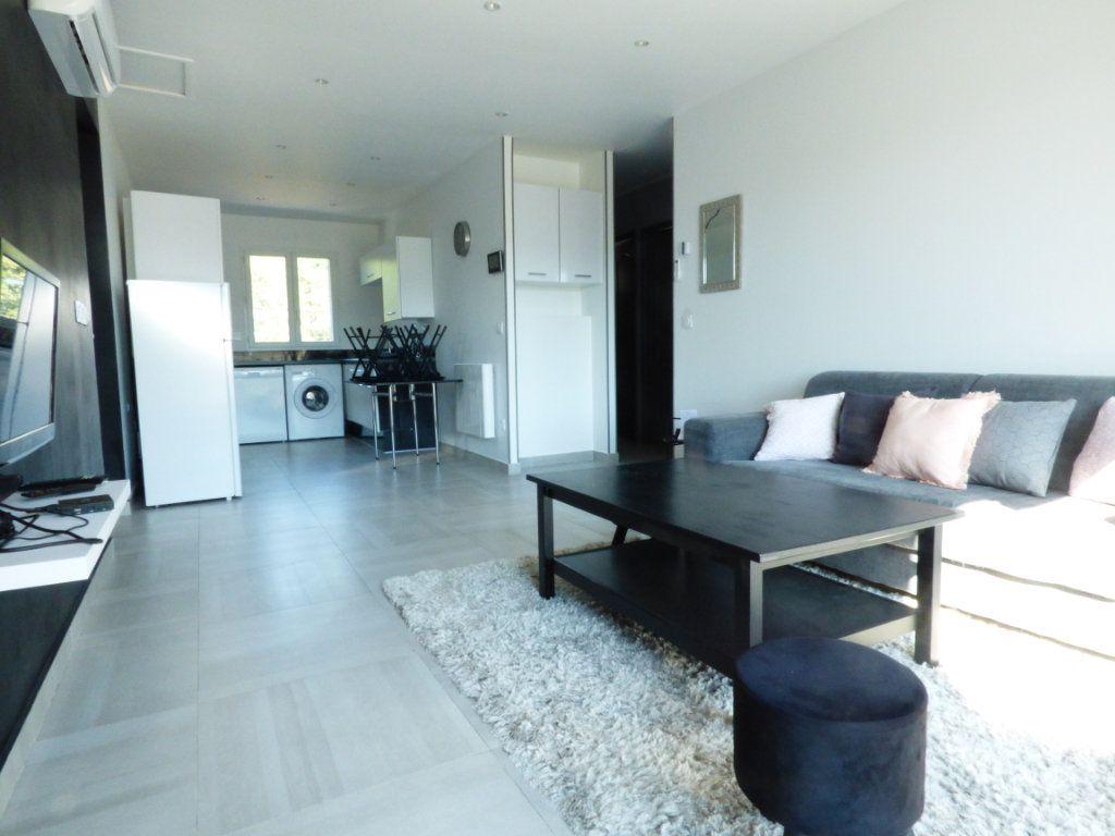 Maison à vendre 9 204.7m2 à Roquebrune-sur-Argens vignette-12
