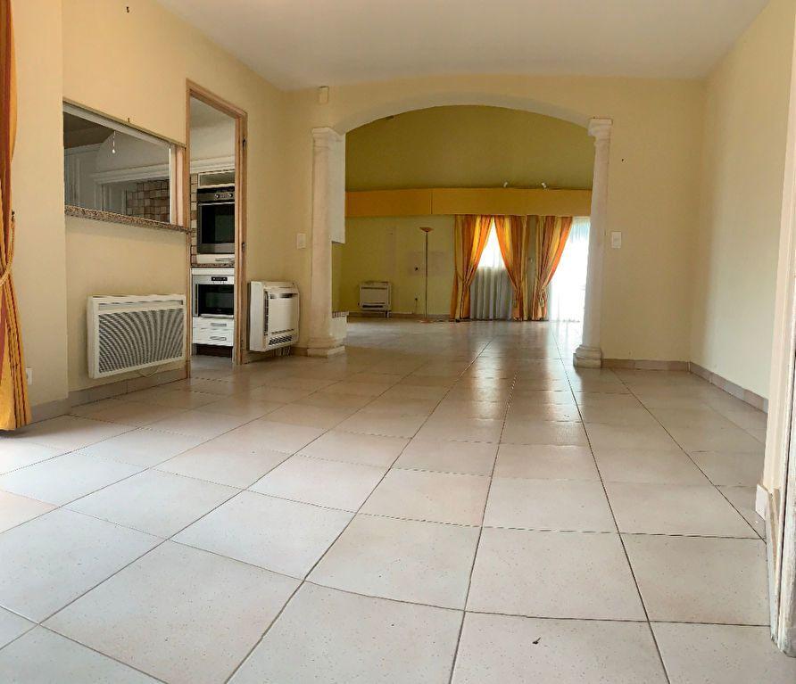 Maison à vendre 6 190m2 à Saint-Raphaël vignette-5