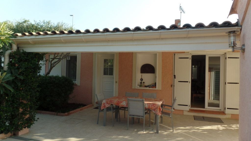 Maison à vendre 5 110m2 à Saint-Raphaël vignette-1
