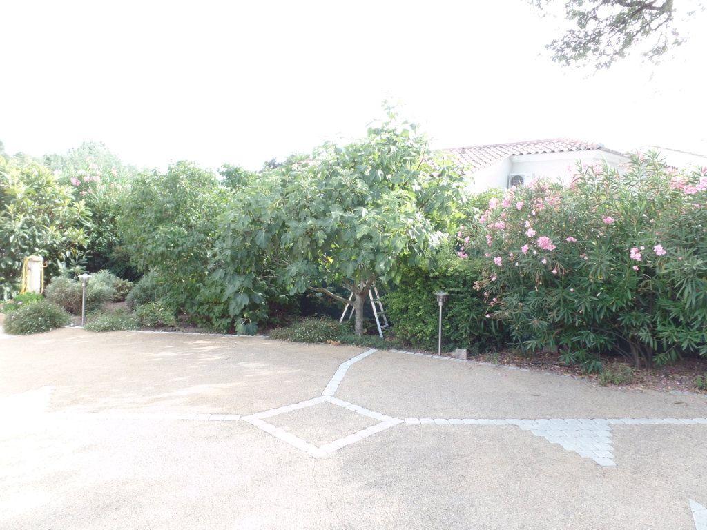 Maison à vendre 5 110m2 à Saint-Raphaël vignette-5