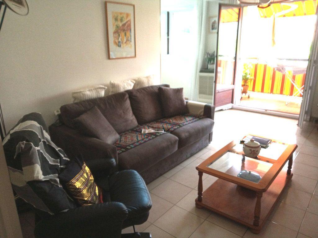 Appartement à vendre 4 71.37m2 à Saint-Raphaël vignette-3