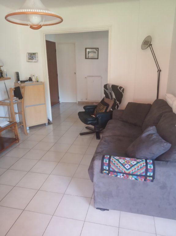 Appartement à vendre 4 71.37m2 à Saint-Raphaël vignette-4
