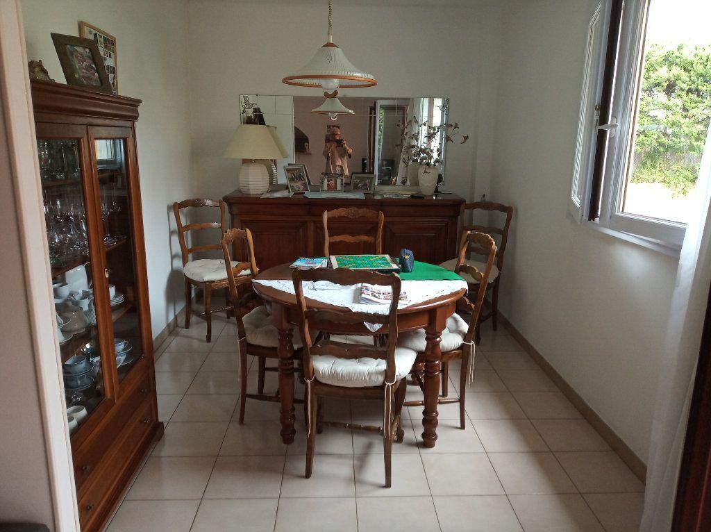 Appartement à vendre 4 71.37m2 à Saint-Raphaël vignette-5