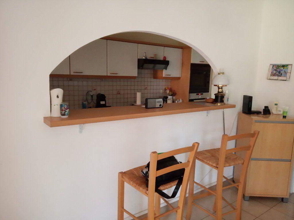Appartement à vendre 4 71.37m2 à Saint-Raphaël vignette-6