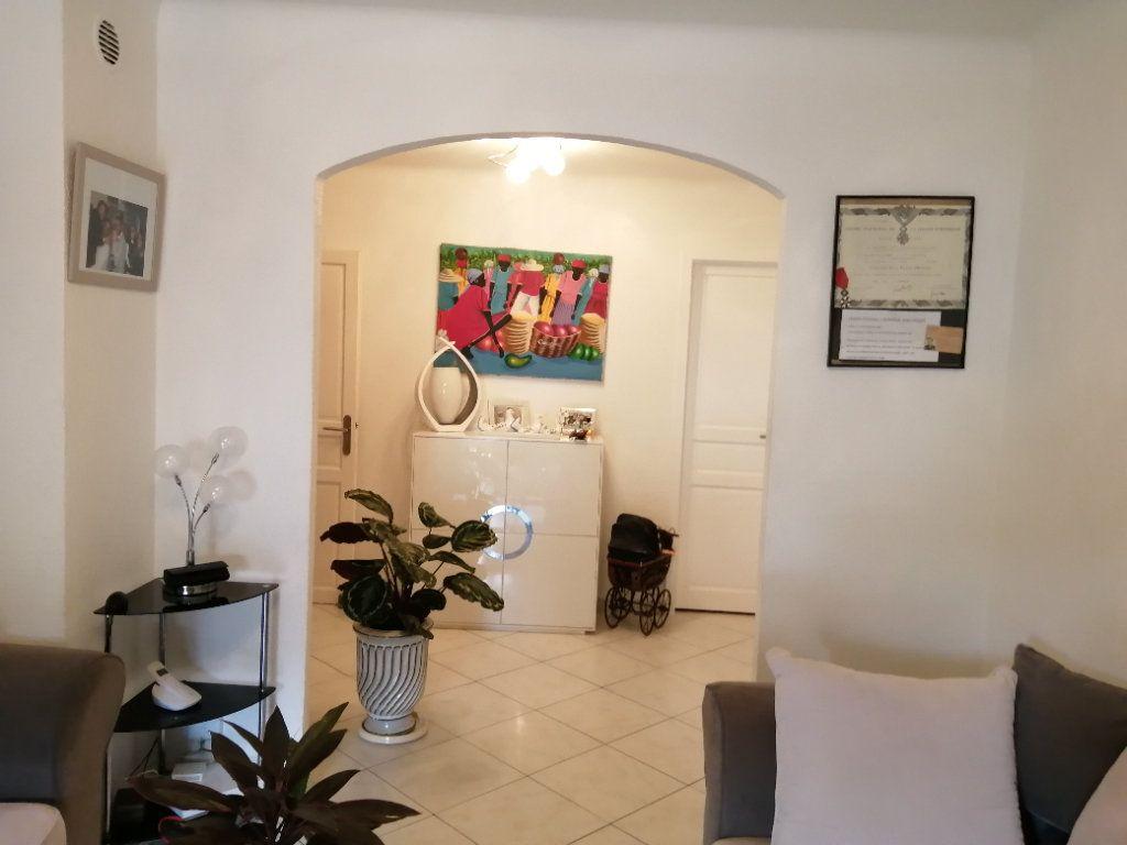 Appartement à vendre 5 83.03m2 à Saint-Raphaël vignette-1