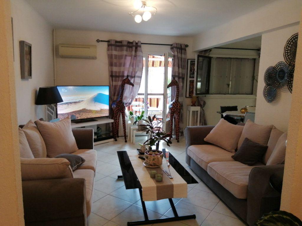 Appartement à vendre 5 83.03m2 à Saint-Raphaël vignette-2