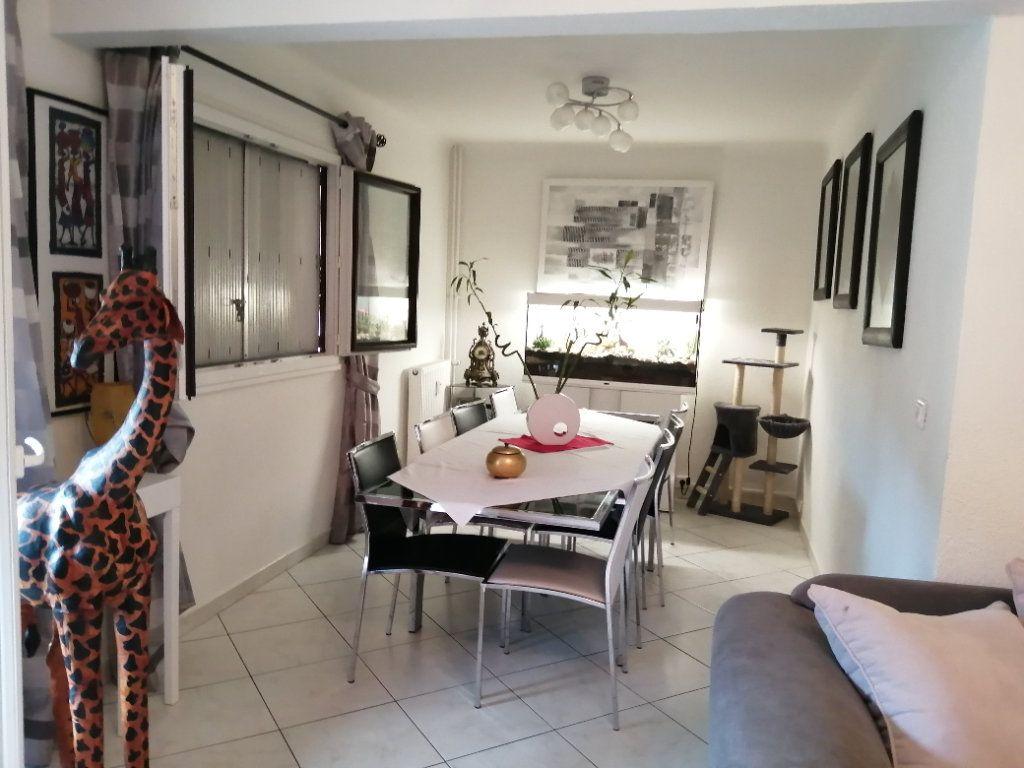 Appartement à vendre 5 83.03m2 à Saint-Raphaël vignette-3