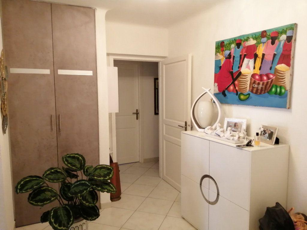Appartement à vendre 5 83.03m2 à Saint-Raphaël vignette-4