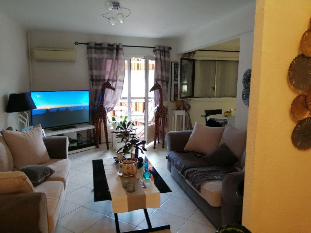 Appartement à vendre 5 83.03m2 à Saint-Raphaël vignette-5