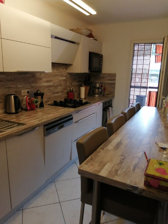 Appartement à vendre 5 83.03m2 à Saint-Raphaël vignette-6