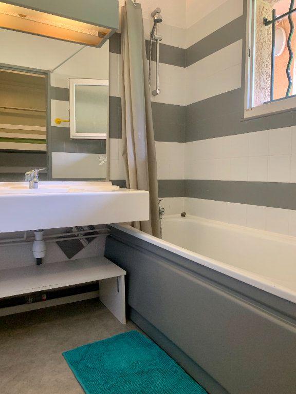 Appartement à vendre 1 25m2 à Saint-Raphaël vignette-4