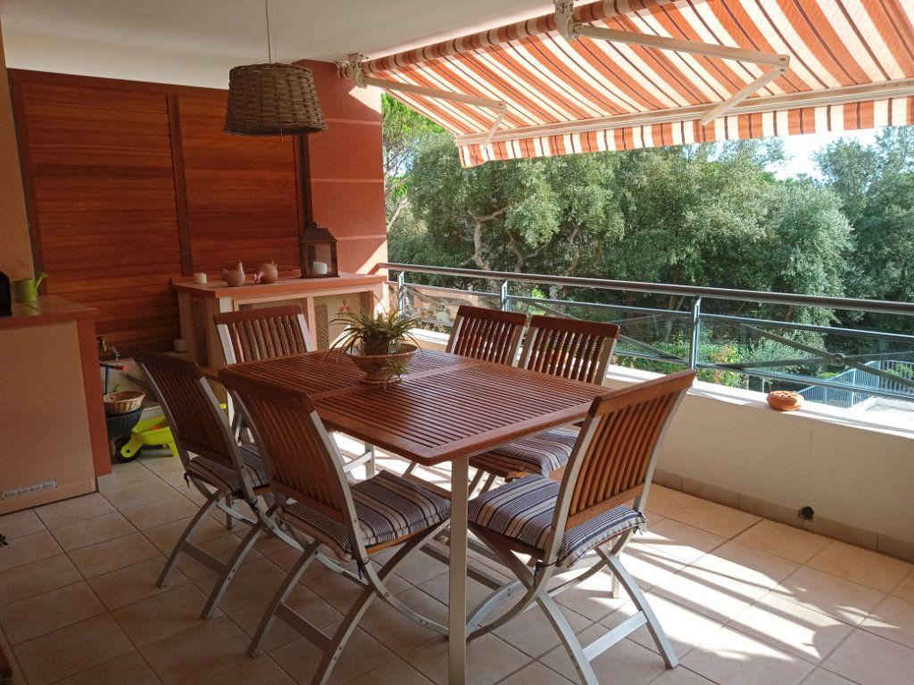 Appartement à vendre 4 105.5m2 à Saint-Raphaël vignette-1