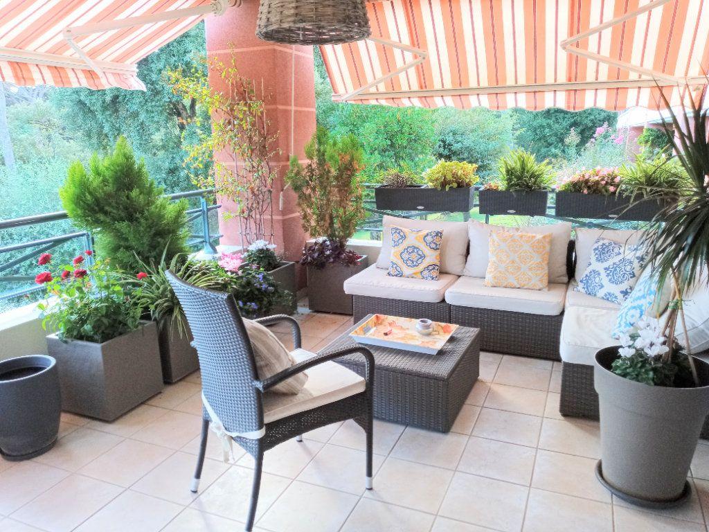 Appartement à vendre 4 105.5m2 à Saint-Raphaël vignette-2