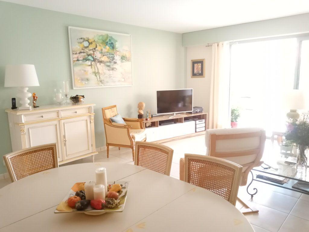 Appartement à vendre 4 105.5m2 à Saint-Raphaël vignette-3
