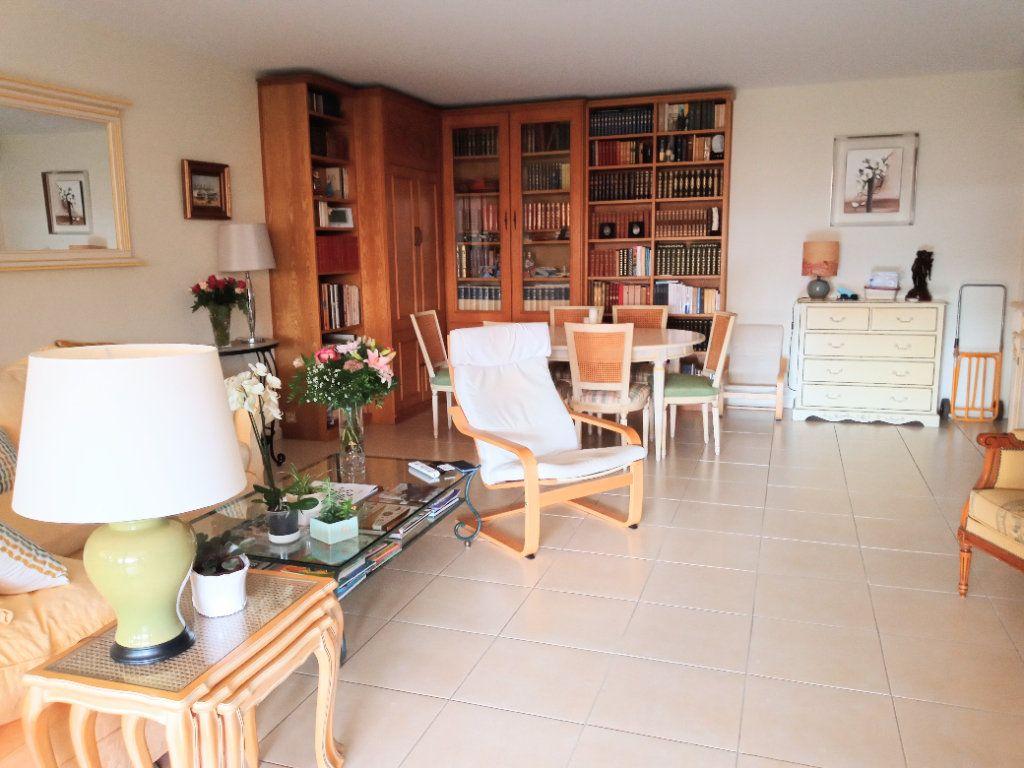 Appartement à vendre 4 105.5m2 à Saint-Raphaël vignette-4