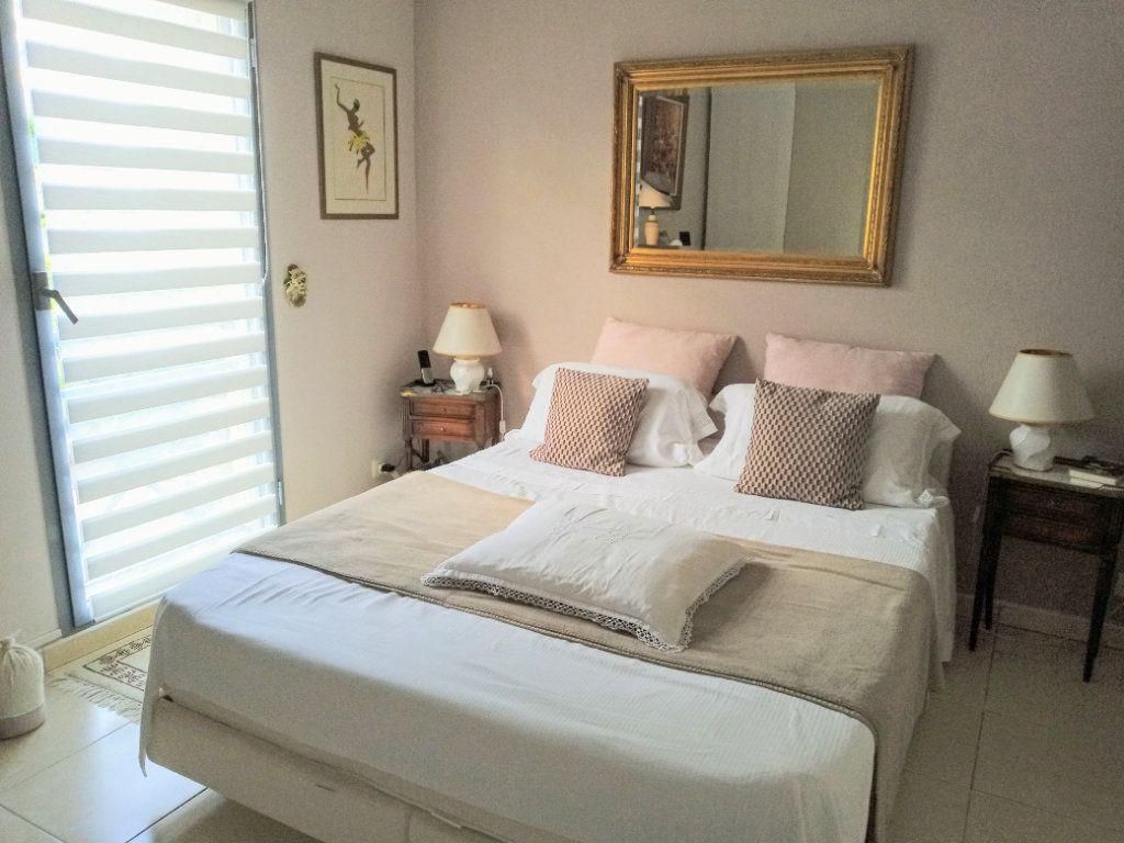 Appartement à vendre 4 105.5m2 à Saint-Raphaël vignette-8