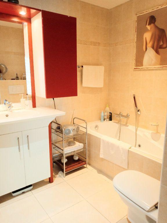 Appartement à vendre 4 105.5m2 à Saint-Raphaël vignette-10