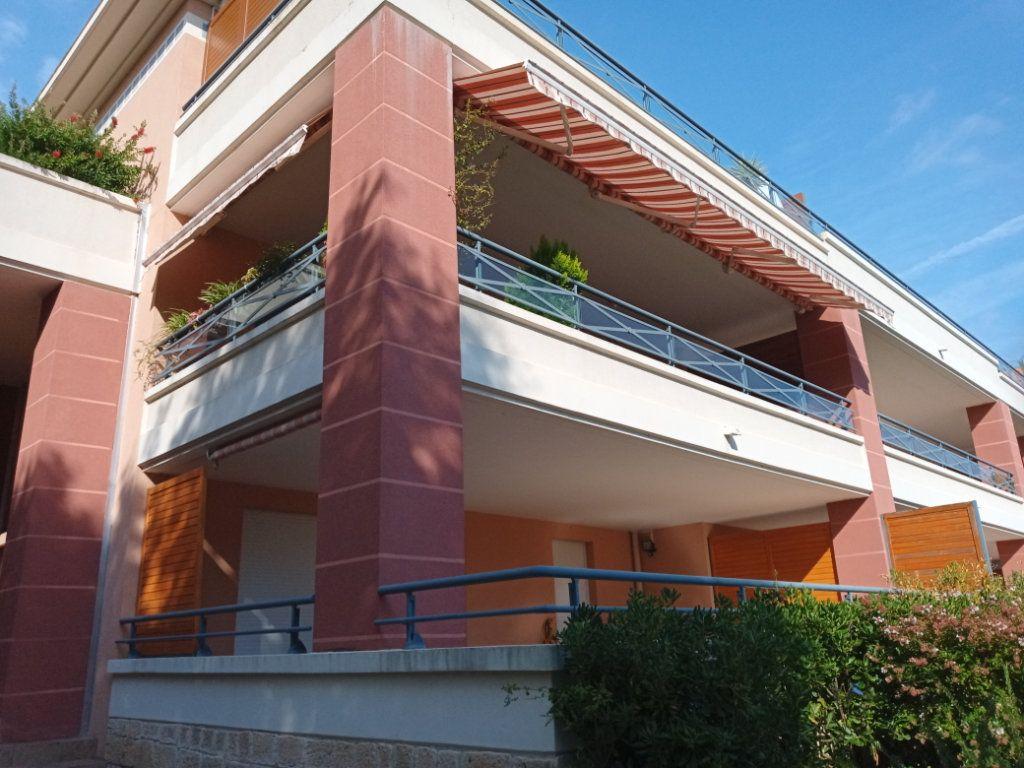 Appartement à vendre 4 105.5m2 à Saint-Raphaël vignette-17