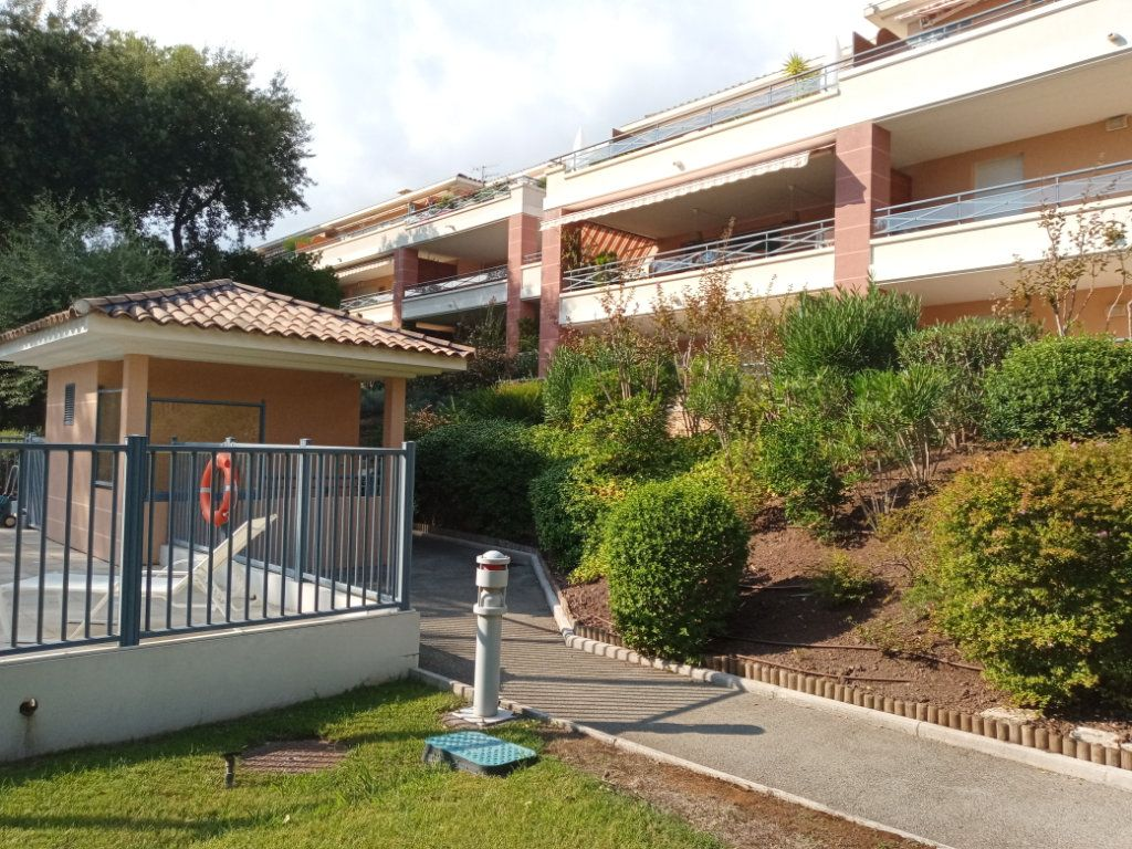 Appartement à vendre 4 105.5m2 à Saint-Raphaël vignette-18