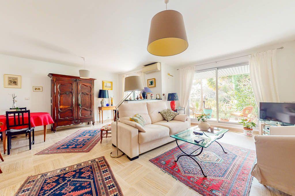Appartement à vendre 2 78.5m2 à Saint-Raphaël vignette-1