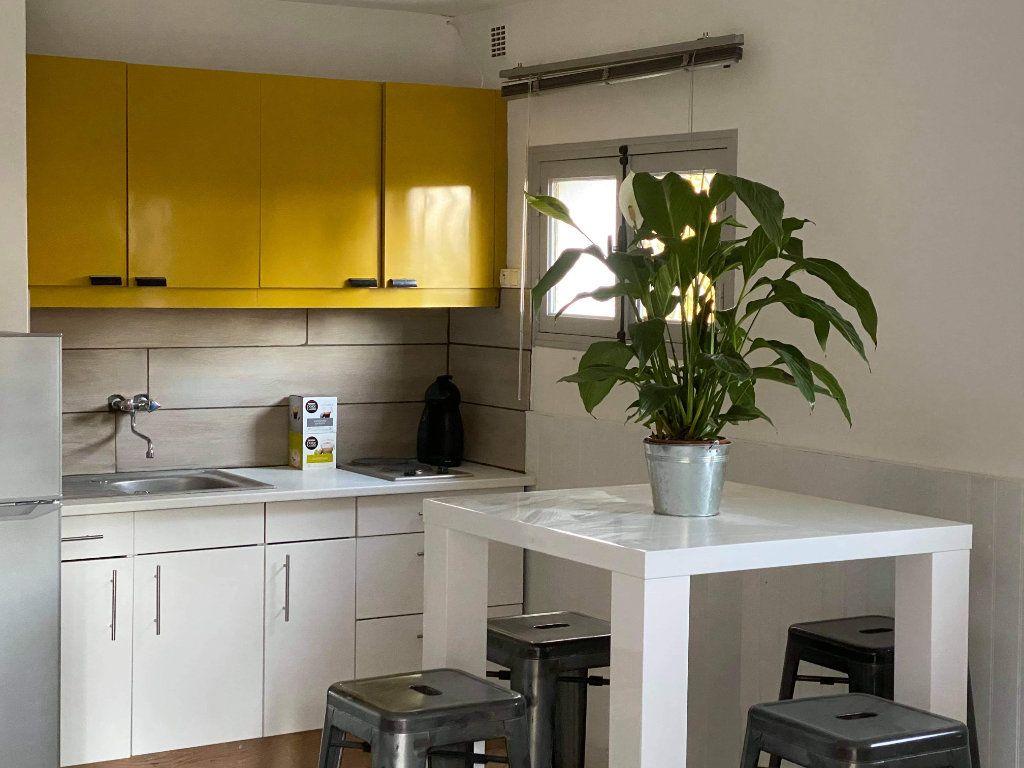 Appartement à vendre 1 50m2 à Saint-Raphaël vignette-2