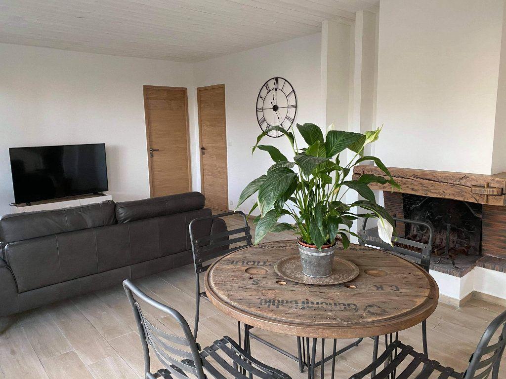 Appartement à vendre 3 85m2 à Saint-Raphaël vignette-3